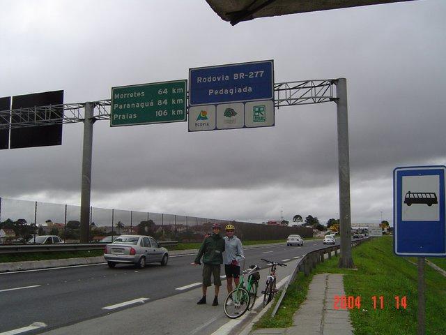 Aurelio e Gabriel no início da estrada